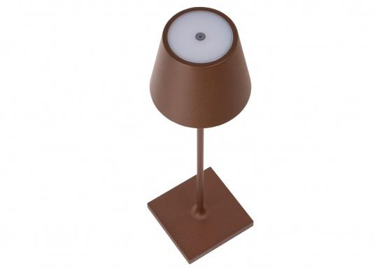 La lámpara de mesa LED POLDINA PRO de alta calidad, tiene una batería recargable integrada e impresiona por su elegante diseño y alta funcionalidad. Se adapta a cualquier lugar y puede utilizarse tanto como lámpara decorativa como iluminación de mesa y crea un ambiente acogedor. Con estación de contacto para carga inalámbrica. (Imagen 4 de 8)