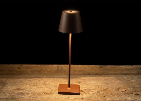 La lámpara de mesa LED POLDINA PRO de alta calidad, tiene una batería recargable integrada e impresiona por su elegante diseño y alta funcionalidad. Se adapta a cualquier lugar y puede utilizarse tanto como lámpara decorativa como iluminación de mesa y crea un ambiente acogedor. Con estación de contacto para carga inalámbrica. (Imagen 8 de 8)