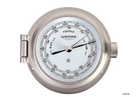 Schickes Barometer in Bullaugen-Optik, gefertigt aus massivem Messing, matt und vernickelt. Weißes Ziffernblatt.