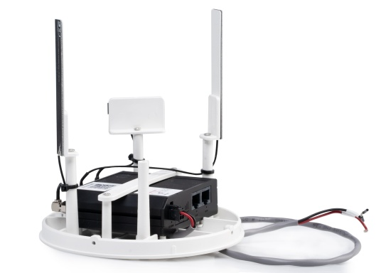 With the weBBoat® Lite EVO Wi-Fi antenna from Glomex, it is now even more affordable to surf the Internet. The weBBoat Lite EVO combines 4G, 3G and WiFi in one system. Easy to install and setup, with automatic switching between WLAN and mobile data usage. (Imagen 4 de 8)