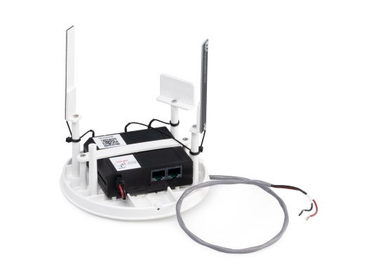 With the weBBoat® Lite EVO Wi-Fi antenna from Glomex, it is now even more affordable to surf the Internet. The weBBoat Lite EVO combines 4G, 3G and WiFi in one system. Easy to install and setup, with automatic switching between WLAN and mobile data usage. (Imagen 3 de 8)