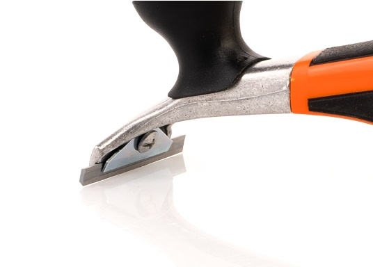 The ERGO 665 power scraper has a two-handed grip for greater power transmission on larger surfaces and is supplied with a 65 mm wide carbide blade that can be used from both sides. Blade width: 65 mm. (Image 5 of 5)