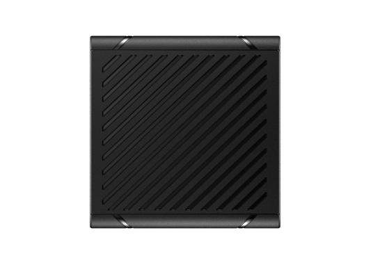 Bleiben Sie überall an Bord in Verbindung! An die UKW-Seefunkanlage RS100 von SIMRAD können bis zu acht Handgeräte und vier externe Lautsprecher angeschlossen werden. Das Bedienteil verfügt über eine inuitive Benutzeroberfläche und zeigt die wichtigsten Daten auf einem großen, gut lesbaren Display an. Im Lieferumfang ist ein kabelgebundenes Handgerät und ein Lautsprecher enthalten. (Bild 15 von 15)