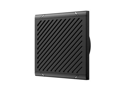 Bleiben Sie überall an Bord in Verbindung! An die UKW-Seefunkanlage RS100 von SIMRAD können bis zu acht Handgeräte und vier externe Lautsprecher angeschlossen werden. Das Bedienteil verfügt über eine inuitive Benutzeroberfläche und zeigt die wichtigsten Daten auf einem großen, gut lesbaren Display an. Im Lieferumfang ist ein kabelgebundenes Handgerät und ein Lautsprecher enthalten. (Bild 8 von 15)