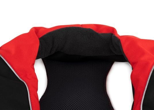 Die automatische Rettungsweste XD 220 der Marke SEATEC kombiniert dank ihrer ergonomischen Passform eine sehr hohe Bewegungsfreiheit mit hohem Tragekomfort und sorgt mit 220 N jederzeit für ausreichend Auftrieb, selbst beim Tragen von schwerer Ölkleidung. (Bild 7 von 11)