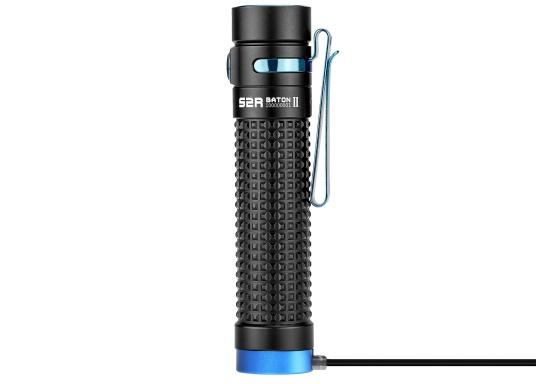 Die Taschenlampe S2R BATON II von OLIGHT kommt im neuen Design und ist dank ihrer kompakten Größe der ideale Begleiter für jeden Einsatz. Sie überzeugt mit einer hohen Leuchtkraft, einem ausbalancierten Lichtstrahl und einer max.. Leistung von 1150 Lumen. (Bild 3 von 3)