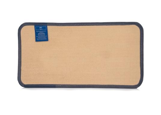 """Robuste Antirutschmatte mit freundlicher Aufschrift """"Welcome on Board"""". Die Fußmatte ist leicht zu reinigen, UV-beständig und wasserdicht. Abmessungen: 48 x 25 cm. (Bild 3 von 3)"""