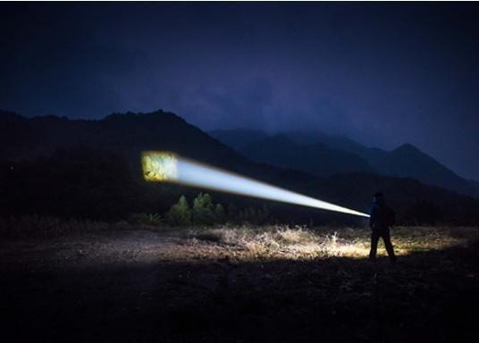 Die Taschenlampe MARAUDER 2 ist der Nachfolger der bewährten X7R MARAUDER und besticht mit ihrer starken Leuchtstärke von bis zu 14000 Lumen. (Bild 6 von 15)