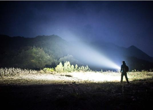 Die Taschenlampe MARAUDER 2 ist der Nachfolger der bewährten X7R MARAUDER und besticht mit ihrer starken Leuchtstärke von bis zu 14000 Lumen. (Bild 5 von 15)