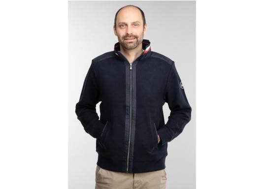 Diese stylische Kapitänsjacke macht das maritime Outfit perfekt. Dabei eignet sie sich nicht nur als nautischer Hingucker, sondern ist gleichzeitig auch als lässige Freizeitjacke bestens geeignet. (Bild 2 von 11)
