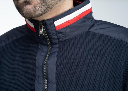 Diese stylische Kapitänsjacke macht das maritime Outfit perfekt. Dabei eignet sie sich nicht nur als nautischer Hingucker, sondern ist gleichzeitig auch als lässige Freizeitjacke bestens geeignet. (Bild 6 von 11)