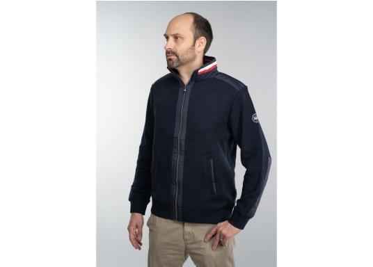 Diese stylische Kapitänsjacke macht das maritime Outfit perfekt. Dabei eignet sie sich nicht nur als nautischer Hingucker, sondern ist gleichzeitig auch als lässige Freizeitjacke bestens geeignet. (Bild 4 von 11)