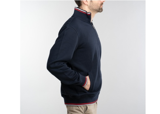 Confortevole, sportiva, elegante: la morbida giacca felpata da uomo HARRISON di marinepool si caratterizza per il suo materiale particolarmente comodo. (Immagine 5 di 11)