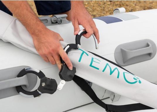 Der Diebstahlschutz passt sich optimal an das Rohr des Elektro-Motors TEMO-450 an und kann überall an Bord befestigt werden. (Bild 3 von 5)