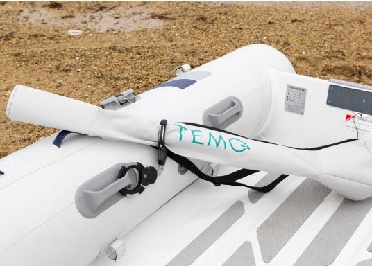 Der Diebstahlschutz passt sich optimal an das Rohr des Elektro-Motors TEMO-450 an und kann überall an Bord befestigt werden. (Bild 4 von 5)