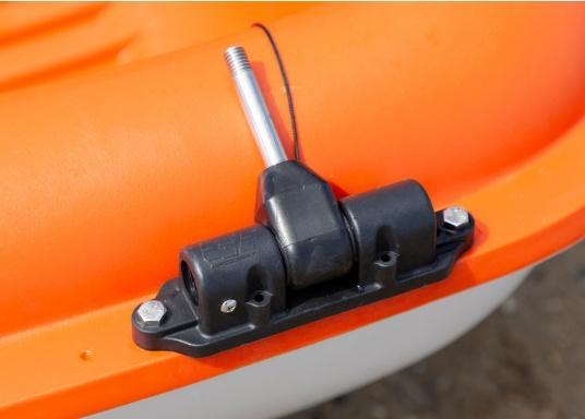 Mit der Dollenhalterung kann der Elektro-Motor TEMO-450 sicher an Ihrem Boot befestigt werden und verhindert, dass er versehentlich in das Wasser fällt.