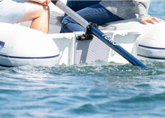 Mit der Dollenhalterung kann der Elektro-Motor TEMO-450 sicher an Ihrem Boot befestigt werden und verhindert, dass er versehentlich in das Wasser fällt. (Bild 6 von 7)