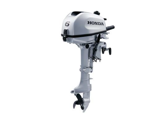 Mehr Freiheit auf dem Wasser! Der Außenborder BF 6 von Honda ist schneller und leichter als andere Außenborder. Er hat die höchste Beschleunigung in allen Drehzahlbereichen und bietet die niedrigsten Schleppgeschwindigkeiten, z.B. beim Fischen.