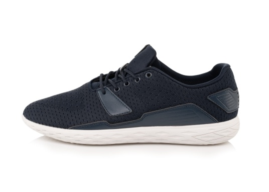The ultra-light PADDLES men's shoe from tbs has been specially developed for water sports and combines the technology of a modern sports shoe with the features of a tried-and-tested boat shoe. Available in sizes 39 to 46. (Image 2 of 6)