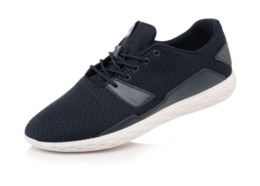 The ultra-light PADDLES men's shoe from tbs has been specially developed for water sports and combines the technology of a modern sports shoe with the features of a tried-and-tested boat shoe. Available in sizes 39 to 46.
