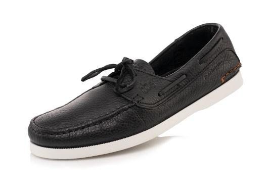 PLERIN, the authentic and stylish boat shoe from tbs, is made of high-quality leather and boasts a high level of comfort and good grip on deck.