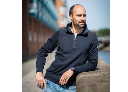 Klassisch maritimer Herren-Troyer in absoluter Premium-Qualität aus 100 % hochwertiger Baumwolle. Seine maritime Note erhält der DAVINCI dank seines Kontrastkragenstreifens in feinster Nylon-Qualität mit Zick-Zack-Naht. (Bild 2 von 7)