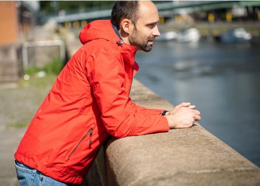 Die Herren-Crewjacke MIKO ist eine modische Jacke mit optimalem Wetterschutz, die sowohl wasserdicht als auch atmungsaktiv ist. (Bild 4 von 11)