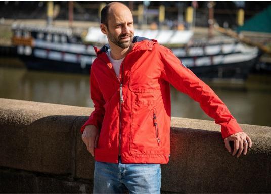 Die Herren-Crewjacke MIKO ist eine modische Jacke mit optimalem Wetterschutz, die sowohl wasserdicht als auch atmungsaktiv ist. (Bild 5 von 11)