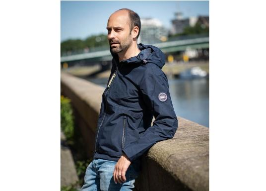 The MIKO men's crew jacket is a fashionable coat with optimal weather protection that is both waterproof and breathable.