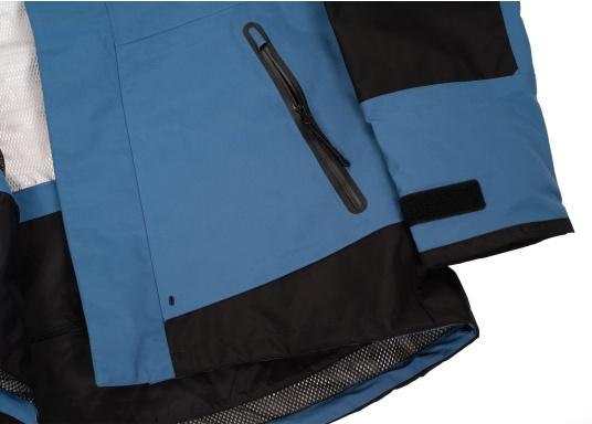 Die zweilagige Offshore-Jacke bietet sämtlich Eigenschaften einer robusten Segelbekleidung mit allen Offshore-Features und ist dabei überraschend weich. (Bild 10 von 13)
