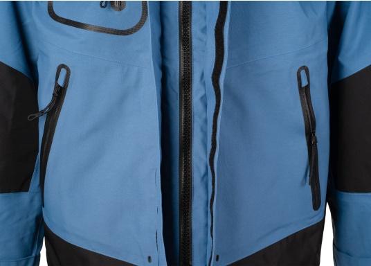 Die zweilagige Offshore-Jacke bietet sämtlich Eigenschaften einer robusten Segelbekleidung mit allen Offshore-Features und ist dabei überraschend weich. (Bild 11 von 13)