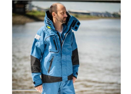 Die zweilagige Offshore-Jacke bietet sämtlich Eigenschaften einer robusten Segelbekleidung mit allen Offshore-Features und ist dabei überraschend weich. (Bild 5 von 13)