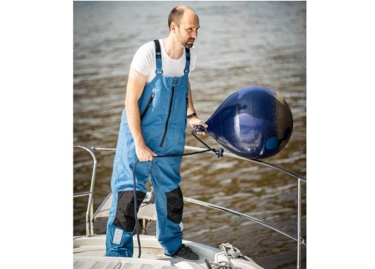 Die hochwertige Offshore-Segelhose F2L bietet sämtliche Eigenschaften einer robusten Segelbekleidung und ist dabei überraschend weich. Sie stammt aus der zweiten Generation der bewährten FORTUNA Offshore-Kollektion von marinepool. (Bild 4 von 12)