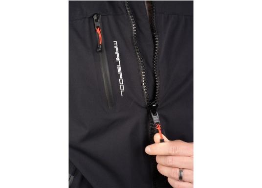 Giacca club e da vela altamente funzionale realizzata con un robusto materiale a 2 strati. La giacca CRUISING è realizzata in tessuto impermeabile e traspirante ed è inoltre rivestita con DWR. (Immagine 6 di 9)