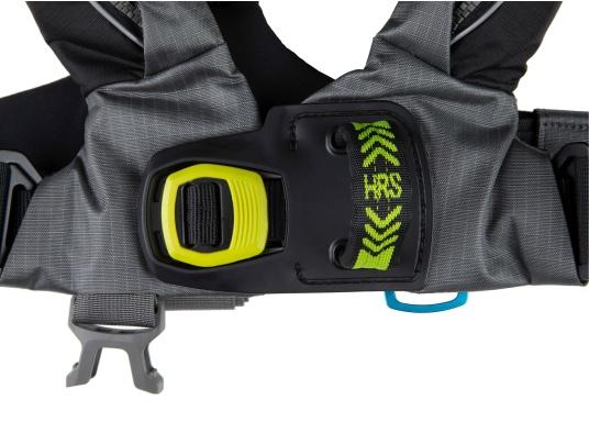 Die Automatik-Rettungsweste 6D von Spinlock kombiniert Komfort mit Funktionalität und ist optimal für den Langzeitgebrauch geeignet.Voll ausgestattet mit LED-Blitzlicht, Sprayhood, Schrittgurt, Signalflöte sowie D-Ring. Des Weiteren wird die Beweglichkeit dank der kompakten Beschaffenheit nicht eingeschränkt. Inklusive Harness Release System. Für Frauen und Männer ab 40 kg geeignet. Auftrieb: 170 N. (Bild 4 von 10)