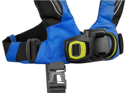 Die Automatik-Rettungsweste 6D von Spinlock kombiniert Komfort mit Funktionalität und ist optimal für den Langzeitgebrauch geeignet.Voll ausgestattet mit LED-Blitzlicht, Sprayhood, Schrittgurt, Signalflöte sowie D-Ring. Des Weiteren wird die Beweglichkeit dank der kompakten Beschaffenheit nicht eingeschränkt. Inklusive Harness Release System. Für Frauen und Männer ab 40 kg geeignet. Auftrieb: 170 N. (Bild 5 von 6)