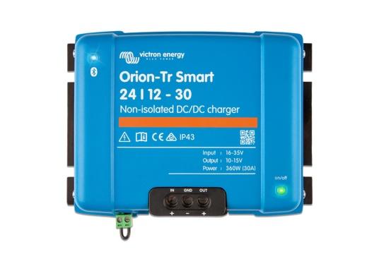 Das professionelle DC-DC Ladegerät ORION-TR SMART von Victron ist optimal für Doppelbatteriesysteme geeinget, bei denen die Lichtmaschine und die Starterbatterie zum Laden der Servicebatterie verwendet werden. Das Batterie-zu-Batterie-Ladegerät kann über Bluetooth überwacht, programmiert und über ein Fernschalter gesteuert werden. (Bild 2 von 3)