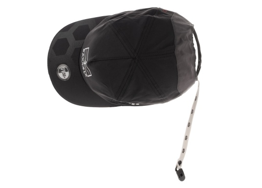 Keep a cool head with this BAVARIA YACHTS x GILL cap.Very lightweight and breathable, the cap has a UV protection factor of 50+ and an integrated 'cap catcher'.Perfect for sunny days on the water. (Image 4 of 4)