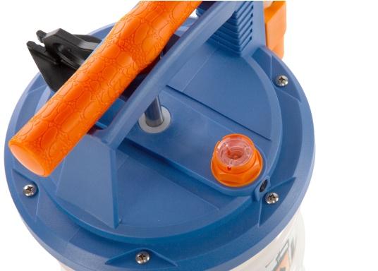Universelle, einfach zu bedienende Absaugpumpe für Öle, Wasser und ähnliche Flüssigkeiten. Mithilfe von wenigen Hüben mit der Handpumpe wird ein Vakuum aufgebaut, das die Flüssigkeit in den Auffangbehälter saugt. Volumen: 4,0 Liter. (Bild 4 von 6)