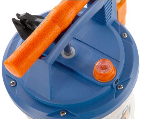 Universelle, einfach zu bedienende Absaugpumpe für Öle, Wasser und ähnliche Flüssigkeiten. Mithilfe von wenigen Hüben mit der Handpumpe wird ein Vakuum aufgebaut, das die Flüssigkeit in den Auffangbehälter saugt. Volumen: 6,5 Liter. (Bild 5 von 6)