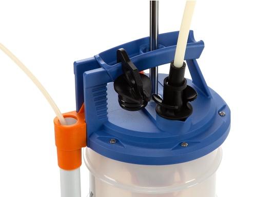 Universelle, einfach zu bedienende Absaugpumpe für Öle, Wasser und ähnliche Flüssigkeiten. Mithilfe von wenigen Hüben mit der Handpumpe wird ein Vakuum aufgebaut, das die Flüssigkeit in den Auffangbehälter saugt. Volumen: 6,5 Liter. (Bild 4 von 6)