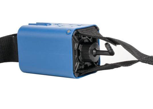 Die vollautomatische Bilgenpumpe wird zwischen Boot und Festmacherleine angebracht. Mit der Zugkraft am Anleger und der ständigen Bewegung durch Wind und Wasser wird die Pumpe betätigt.Lieferung inklusive zwei Schläuchen. (Bild 2 von 5)