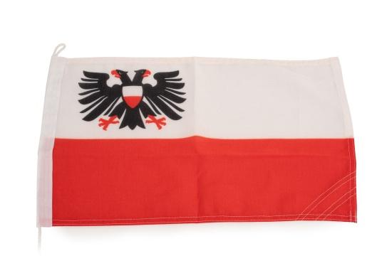 Robuste Nylon-Flaggen mit offiziellem Flaggen-Druck: Lübeck. Hochwertige Verarbeitung mit 100%-Durchdruck, schnelle und einfache Befestigung.