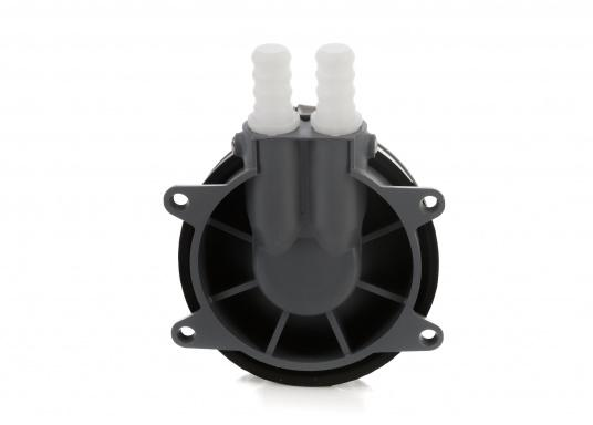 Kleine, selbstansaugende Membran-Fußpumpe. Die Pumpe fördert mit jeder zweiten Hubbewegung. Einfache Anbringung auf dem Boden. Verwendbar für Frisch- und Salzwasser.  (Bild 2 von 4)