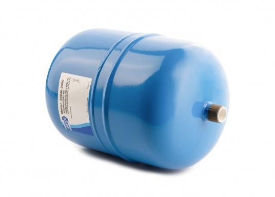 Dieser Metalldruckausgleichstank sorgt zuverlässig für eine gleichmäßige Wasserentnahme ohne pulsierende Druckschwankungen– so werden Wasserpumpe und Batteriekapazität geschont. Montage in beliebiger Position möglich. (Bild 3 von 6)