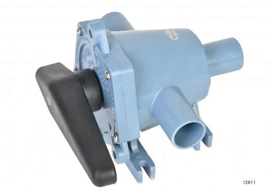 2-Wege-Ventil der Spitzenklasse zum Umschalten auf zwei verschiedene Bilgen oder zum Entleeren von zwei verschiedenen Tanks mit einer Pumpe. In zwei Ausführungen lieferbar: mit 25 oder 38 mm Anschlussstutzen.  (Bild 3 von 6)