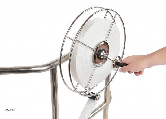 Sehr stabile Gurtbandspule für den Heck-Anker. Lieferung inklusive Halter, Führungsrolle und Gurtband (30 m oder 50 m). Alle Rollen sind mit einer Reibungsbremse versehen, die freies Abspulen verhindert.  (Bild 2 von 9)