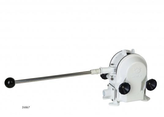 Eine der besten Membran-Handpumpen! Bei geringem Kraftaufwand liefert die Pumpe je nach Schlagzahl eine Pumpkapazität von 71 - 111 Liter in der Minute.  (Bild 2 von 3)