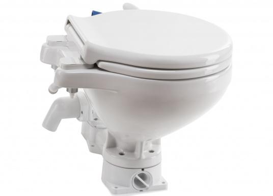 Bedienkomfort, zeitloses Design und innovative Technik! Das WC besticht durch ein Becken aus feinstem China-Porzellan, Sitz und Softclose-Deckel sind aus Kunststoff gefertigt.  (Bild 2 von 13)
