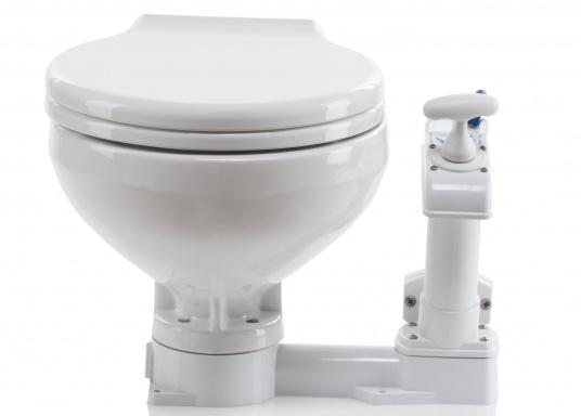 Bedienkomfort, zeitloses Design und innovative Technik! Das WC besticht durch ein Becken aus feinstem China-Porzellan, Sitz und Softclose-Deckel sind aus Kunststoff gefertigt.  (Bild 3 von 13)